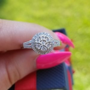♡NEW Sterling Silver Diamond Cluster Ring♡